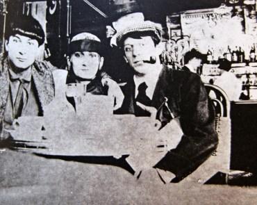 Pablo-Picasso-Moise-Kisling-Paquerette-Cafe-la-Rotonde-paris-1916 - Copy