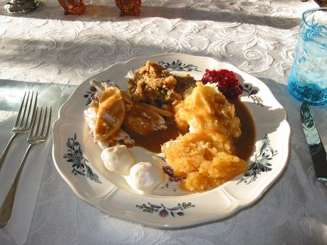 800px-Thanksgiving_Dinner_Alc2 - Copy