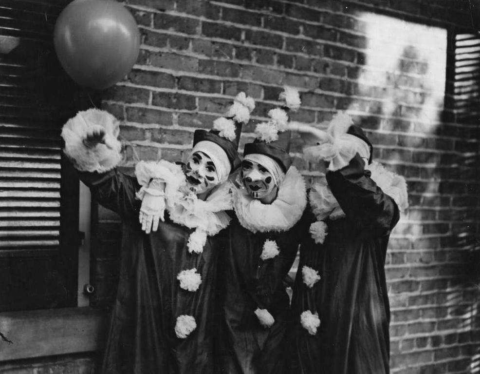 Mardi_Gras_Clowns_in_New_Orleans_Louisiana_in_1936 - Copy