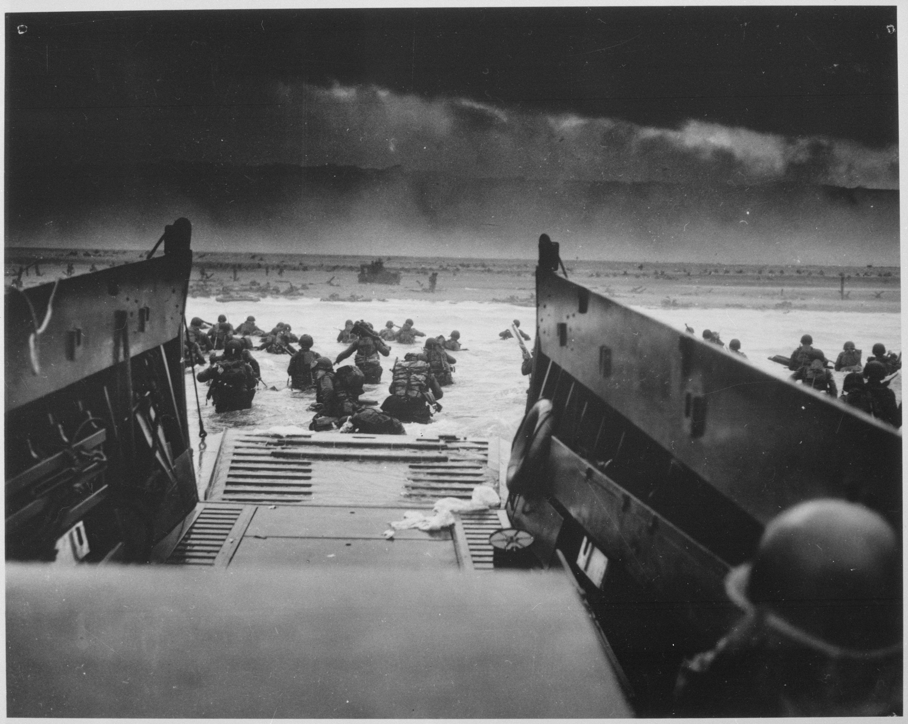 Photograph_of_the_Normandy_Invasion_-_NARA_-_513173 (2) - Copy